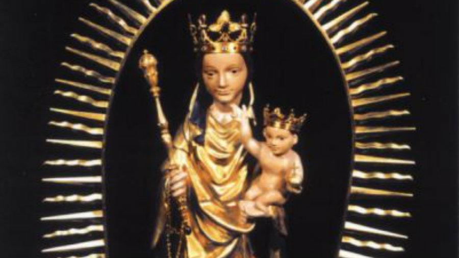 Święta figura Matki Bożej z dzieciątkiem (fot. ze zbiorów parafii Swarzewo)